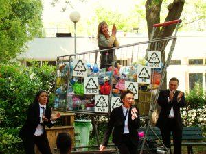 «L'Hyper Conso Show» au «Jardin Insolite» de la Porte de Montreuil